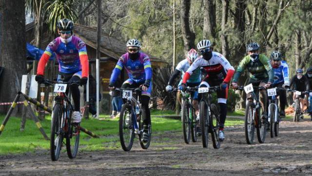 Ciclistas bonaerenses compitieron en el Parque Municipal Los Robles