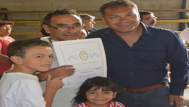 Nueva entrega de escrituras de vivienda a vecinos de Moreno
