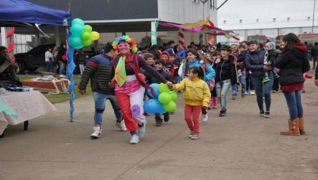Festejos por el día del niño en el barrio