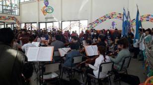El barrio La Perla tuvo una jornada inolvidable con el Escolarte en la EP 81