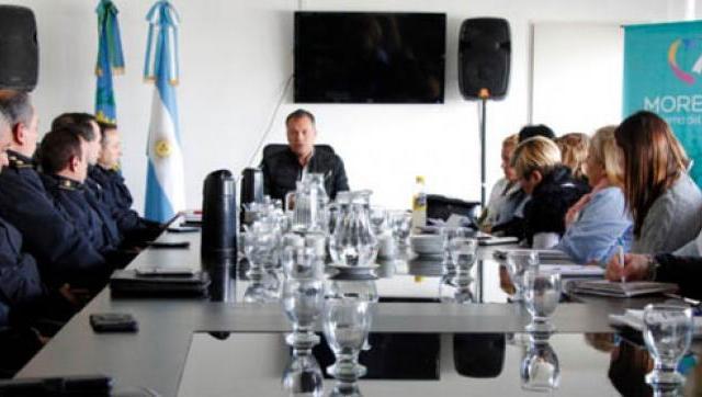 El Intendente reunió a directores de escuelas, docentes y la cúpula de la policía distrital