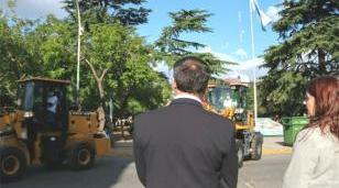 El ministerio de Ambiente de la Nación entregó 2 palas mecánicas y 10 contenedores