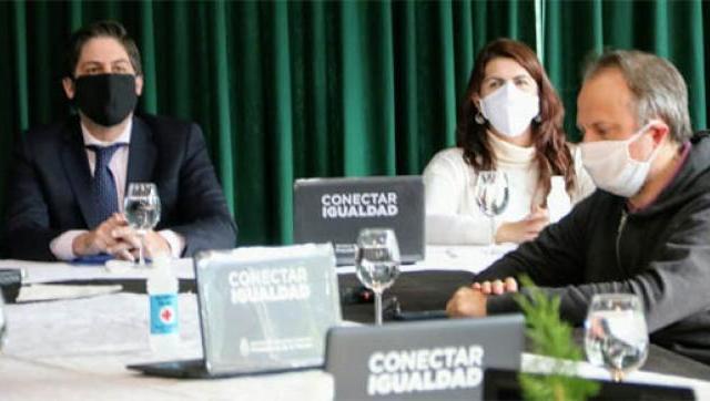 Moreno firmó convenio para la entrega de netbooks a estudiantes secundarios