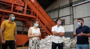 Fernández y Roig visitaron una planta de clasificación de residuos morenense